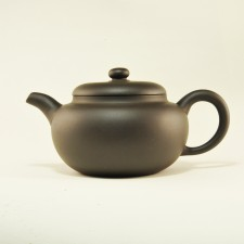 Teapot in clay Yi Xing